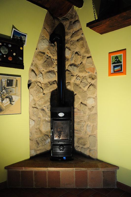 Artigianato per la casa in legno pietra e ferro a osimo for Piani di fattoria in mattoni